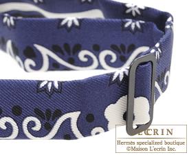 ... Hermes Noeud Papillon Fleurs et papillons de tissu Marine Black White  Silk 82dc2b906e8