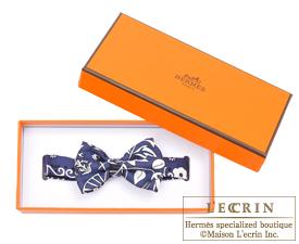 Hermes Noeud Papillon Fleurs et papillons de tissu Marine Black White Silk  ... c1b47bfbac3